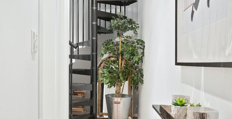 Stilfull trapp mellom etasjene