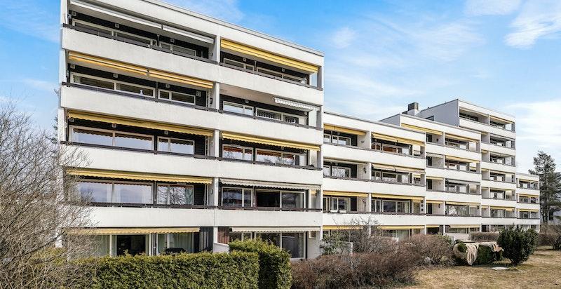 Velkommen til Otto Ruges vei 77 A - en romslig leilighet over to plan!