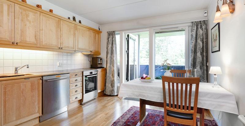 Separat kjøkken med utgang egen stor usjenert terrasse
