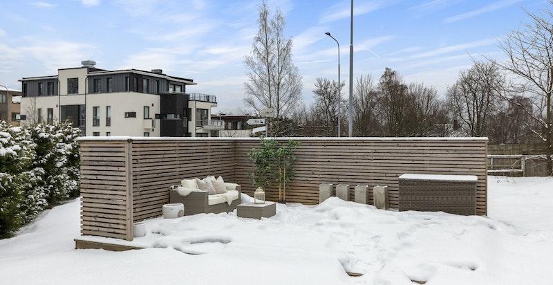 Nyere platting bygget i hagen