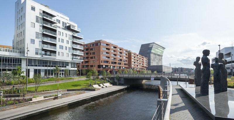 Meget attraktiv beliggenhet i et fasjonabelt område i Bjørvika med Den Norske Opera & Ballett og nye Munchmuseet som nærmeste naboer.
