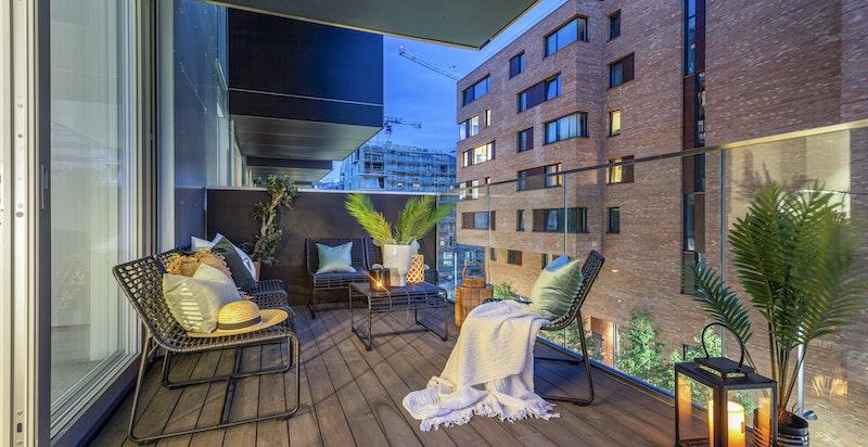 solrik sydvestvendt balkong på 13 kvm.