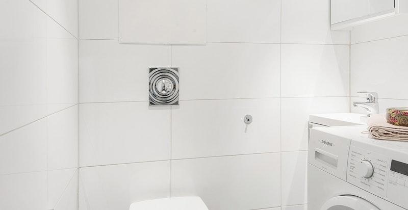 Separat wc-rom med opplegg for vaskemaskin