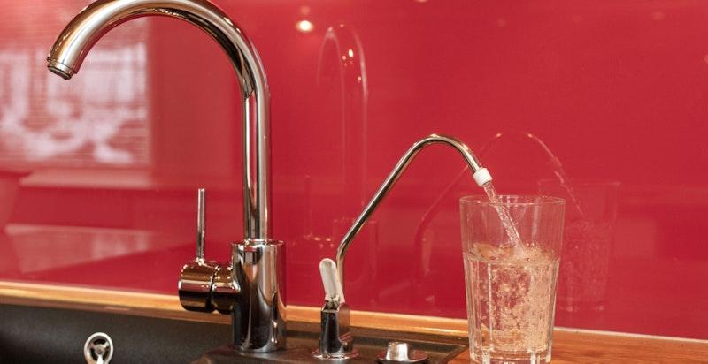 Multipure drikkevannsfilter som gir renset drikkevann