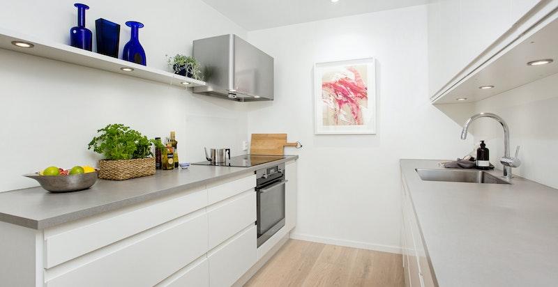 Moderne HTH kjøkken fra 2018 med integrerte hvitevarer