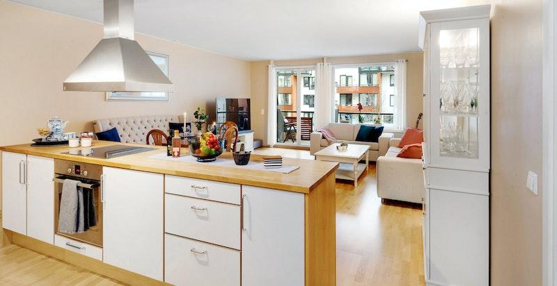 Lekkert kjøkken med kjøkkenøy