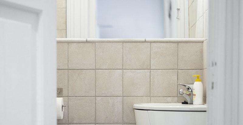 Flislagt separat wc.