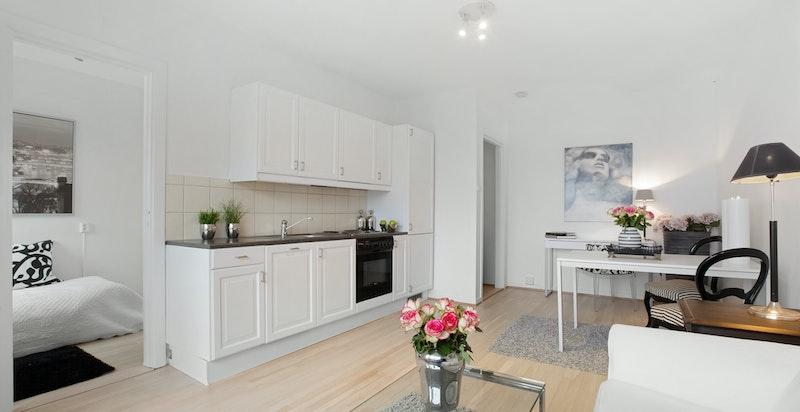 Leiligheten er opprinnelig en 1-roms, men kjøkkenet er flyttet ut til stuen, og i dag en 2-roms.