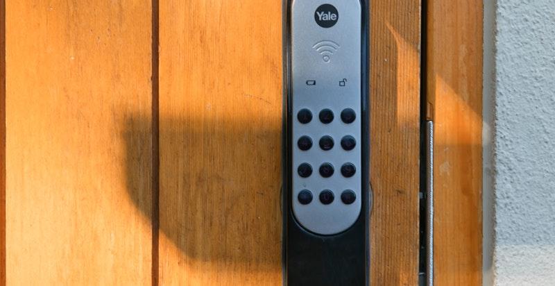 Yale Doorman kodelås på inngangsdøren for enkel adkomst
