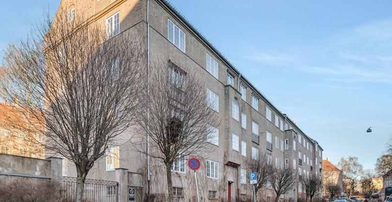 Jessenløkken Boligsameie består av tre hele kvartaler samt en del av kvartalet mellom Hertzbergsgate, Jacob Aalls gate og Suhms gate