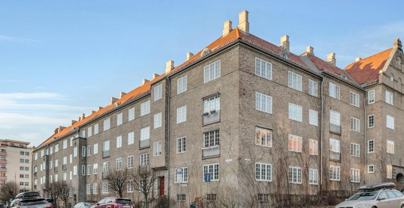 Meget attraktiv beliggenhet på Jessenløkken på Fagerborg. Bygningene stod ferdige i 1922 og var da en del av Oslo kommunes eget byggeprogram på den tiden