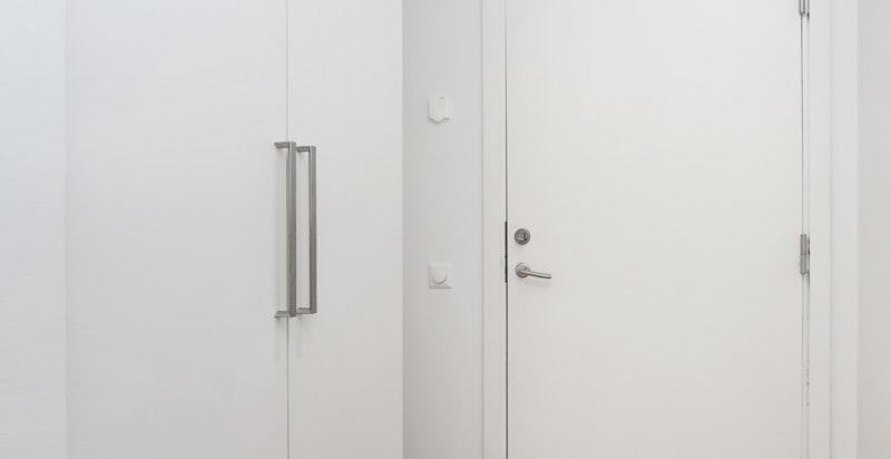 God plass til garderobeskap i gangen