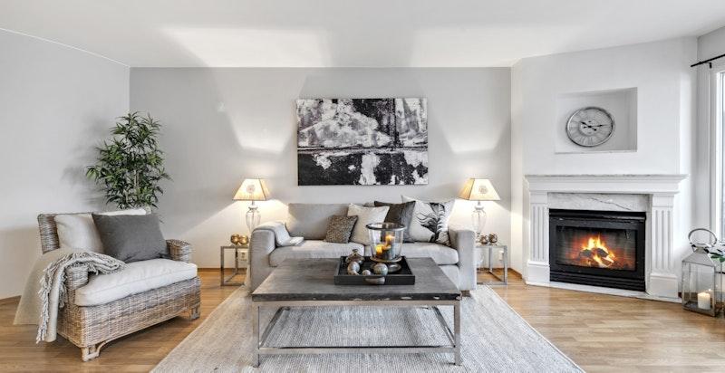 Velkommen til denne lyse og fine 3-roms selveierleligheten sentralt beliggende i Colosseum Park