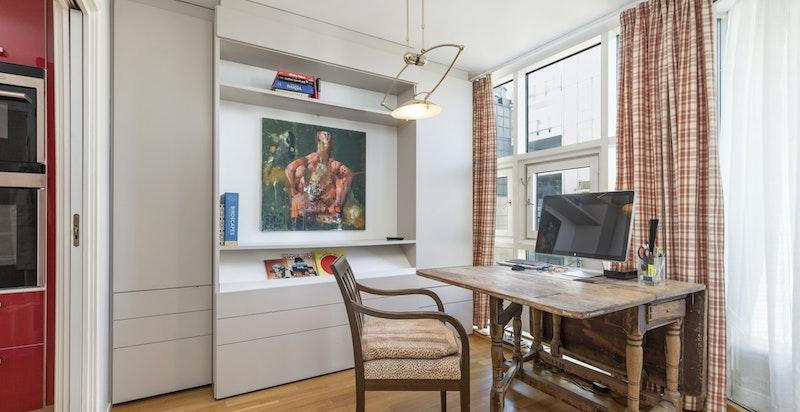 Innredet kontor kan omgjøres til soverom på et blunk med skappseng