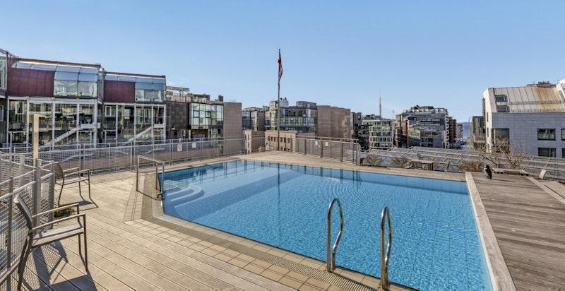 Felles svømmebasseng i Bryggegata 22, tilknyttet selskapslokale med kjøkken, toaletter og dusj
