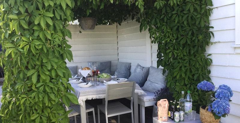 Spiseplass under pergola - privat bilde