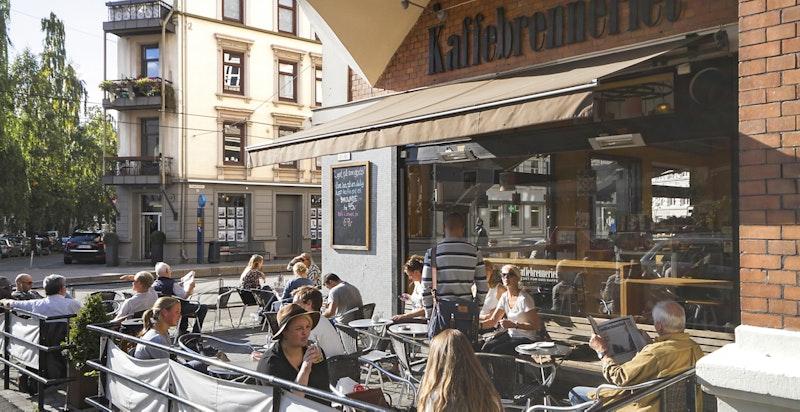 I krysset ved Amtmann Furus plass finner du bl.a. Kaffebrenneriet, W. B. Samson og Bjørknes høyskole - samt trikkeholdeplassen Elisenberg