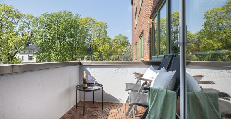 Hyggelig solrik balkong