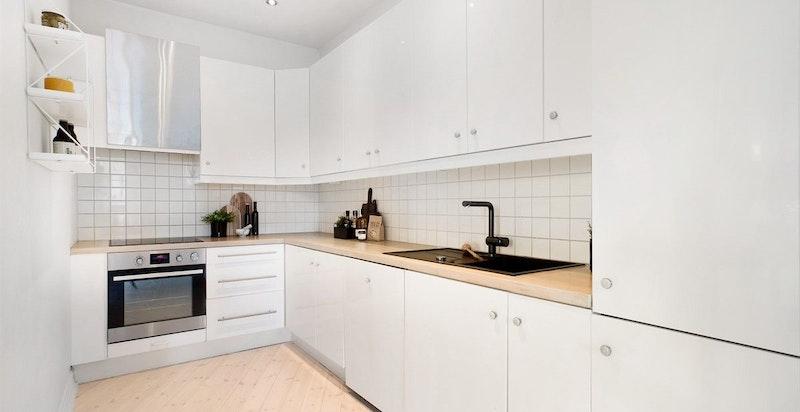 Kjøkken med godt med skapplass