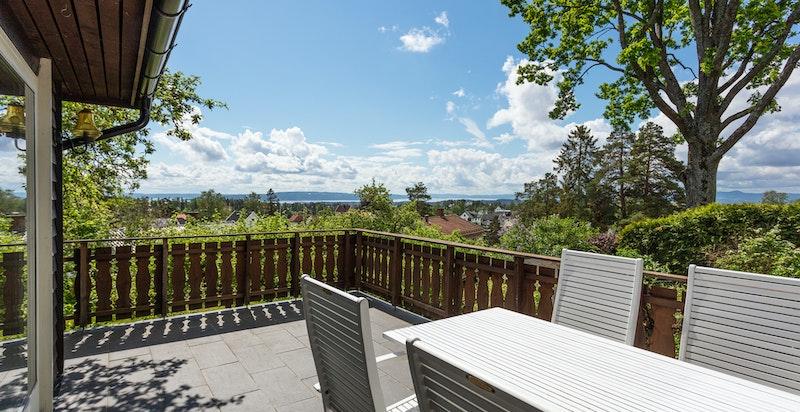 Terrasse med utgang fra peisstue