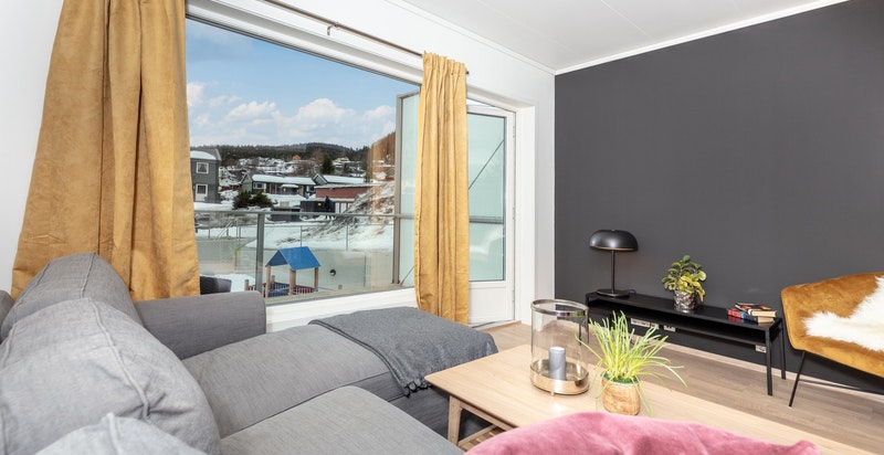 Stue med utgang til romslig balkong på ca. 8,5 kvm.