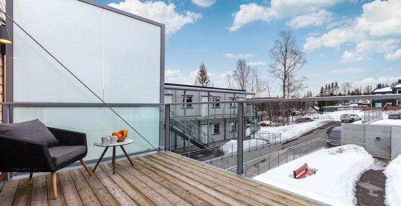 Fra stuen er det utgang til balkong på ca. 8,5 kvm.