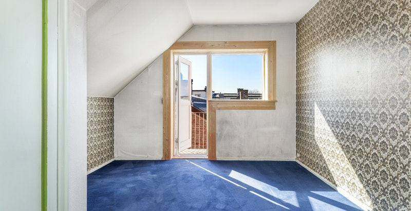 Utgang til sydvendt balkong fra soverommet