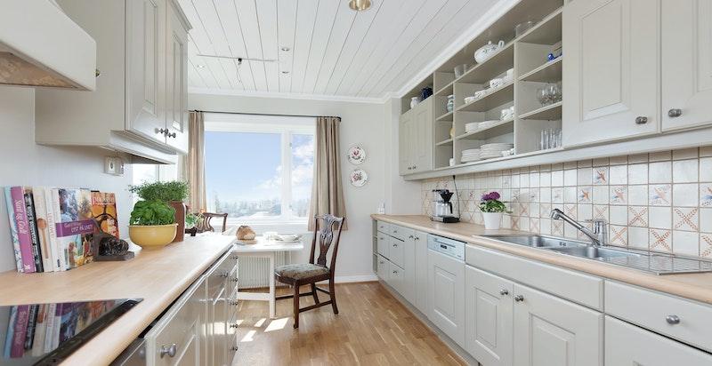 Kjøkken med spisesplass