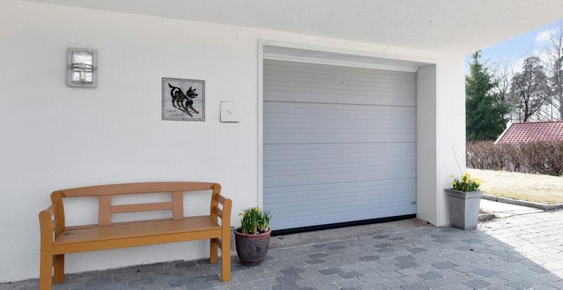 Integrert enkel garasje i boligen