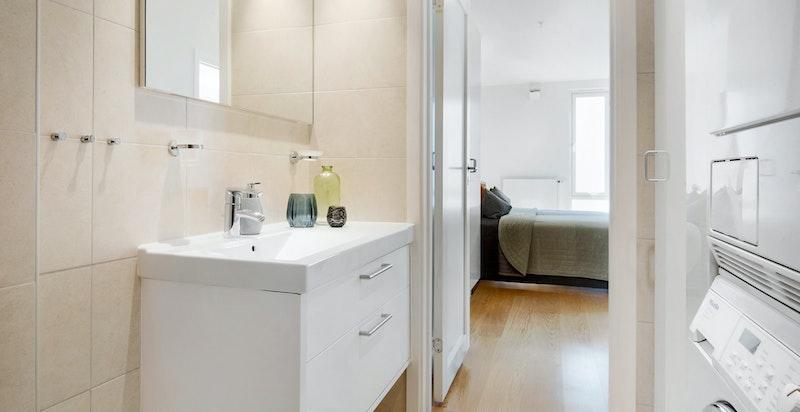 Detalj badet med opplegg vaskemaskin/trommel