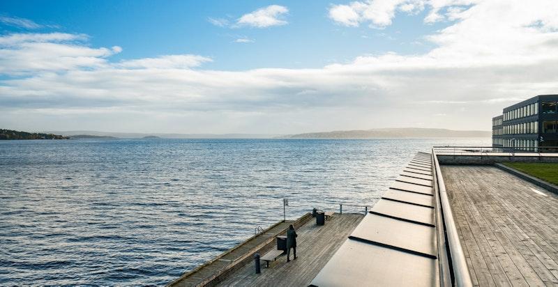 Lysaker Brygge har sjøen som nærmeste nabo