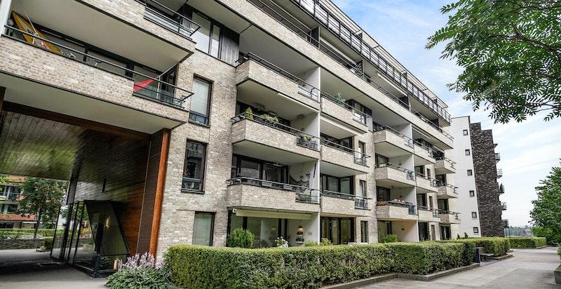 Fasade hage/balkong-side