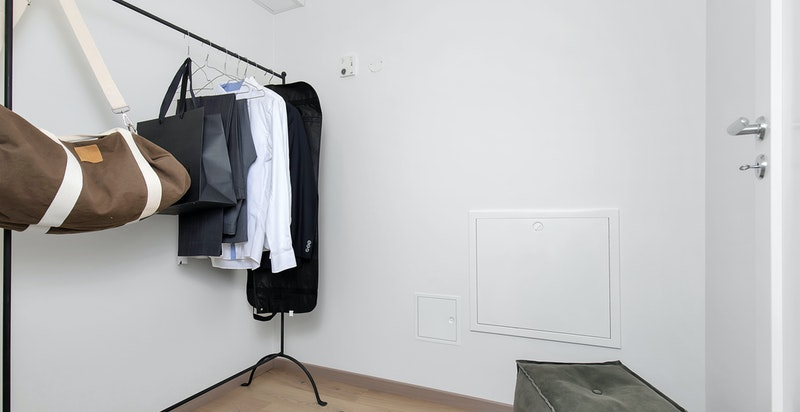 Praktisk med bod i leiligheten - i tillegg disponerer leiligheten en sportsbod plassert i felles bodanlegg i parkeringskjeller