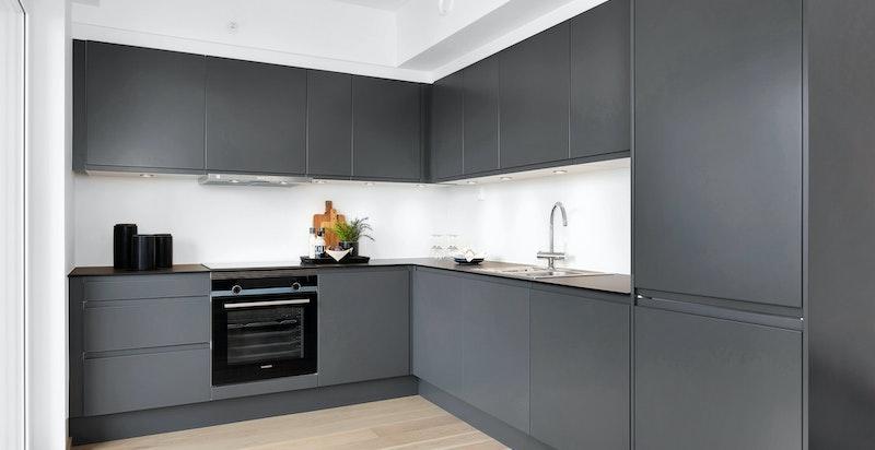 Kjøkken med innredning fra Sigdal og integrerte hvitevarer fra Siemens