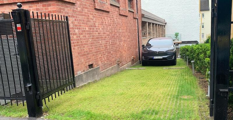 Gårdsplass/parkering