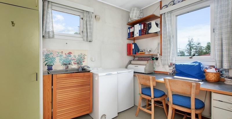 Vaskerom/arbeidsrom i tilknytnig til kjøkkenet