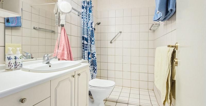 Begge bad er fra byggeår i 1987