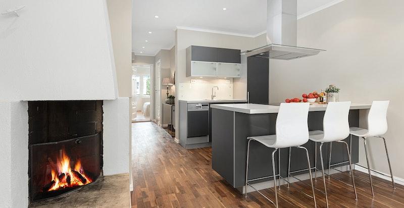 Kjøkkenøy med barløsning gir muligheten for flere sitteplasser