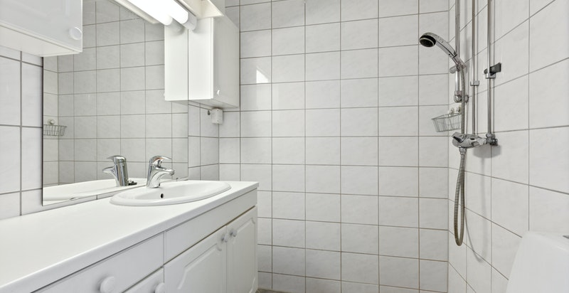 Bad med dusj og wc