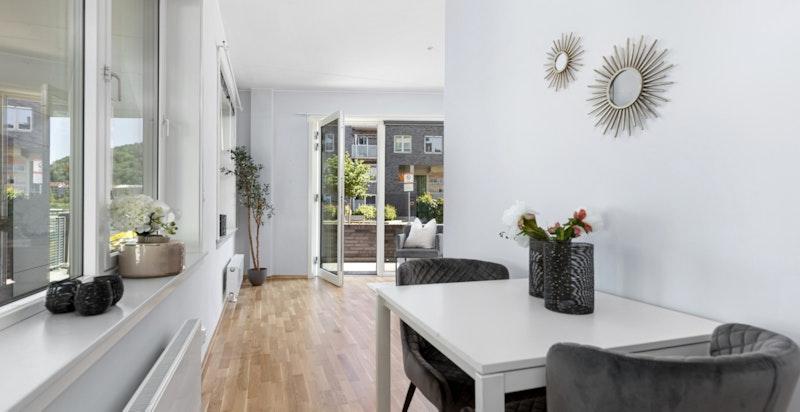 Spiseplass mot stue (hybel/sidedel)