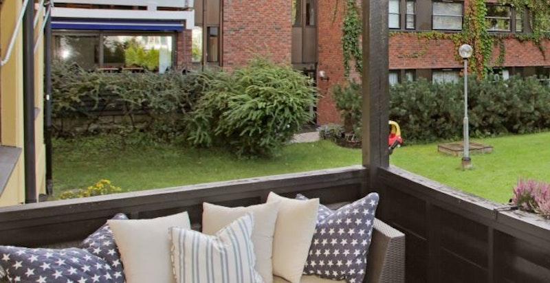 Sydvestvendt terrasse med meget gode solforhold