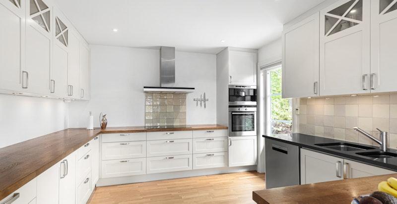 Kjøkken med egen inngang tilknyttet uteplass