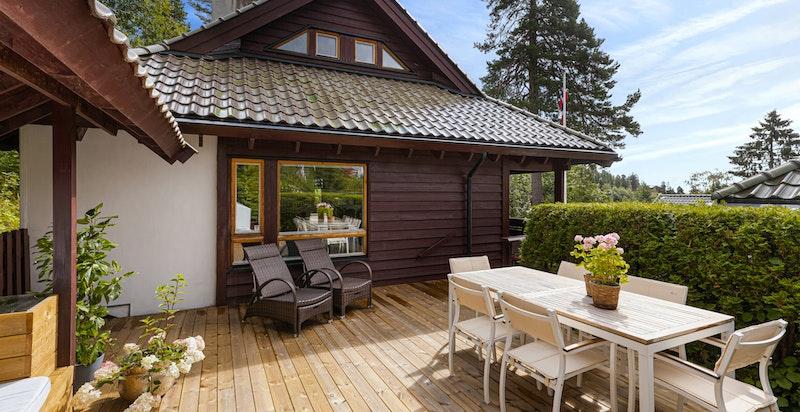 Stor terrasse med nydelige solforhold