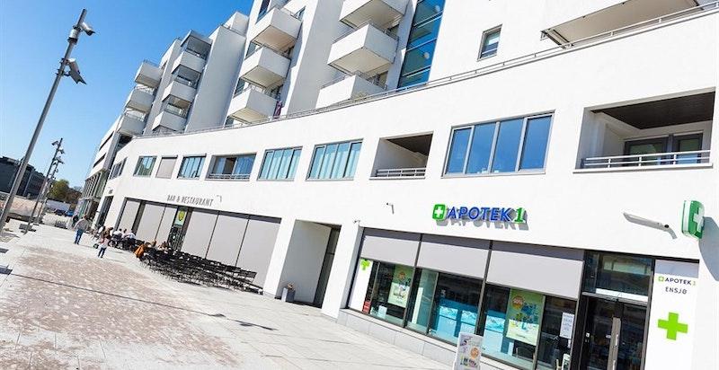Nærområdet har et godt utvalg av butikker og servicefasiliteter.