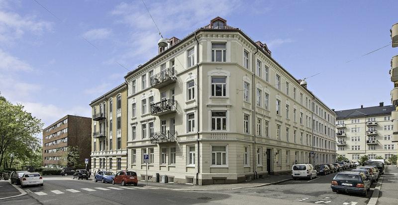 Velholdt og klassisk bygård fra tidlig 1900-tallet