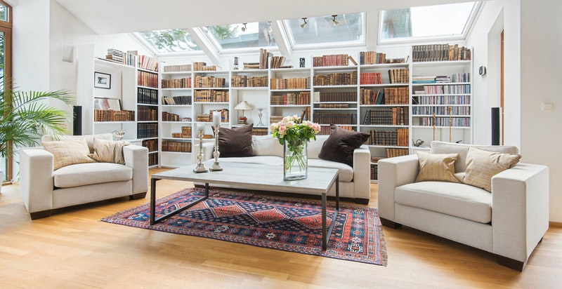 Stue. Godt lysinnslipp med takvinduer