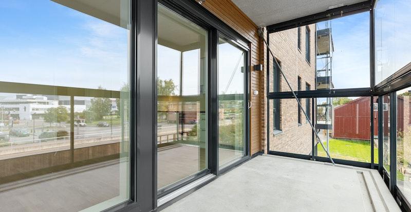 Romslig innglasset balkong