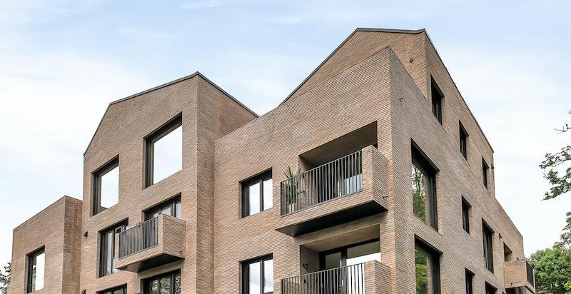 Moderne fasade og flott arkitektur. Prosjektet er nylig ferdigstilt.