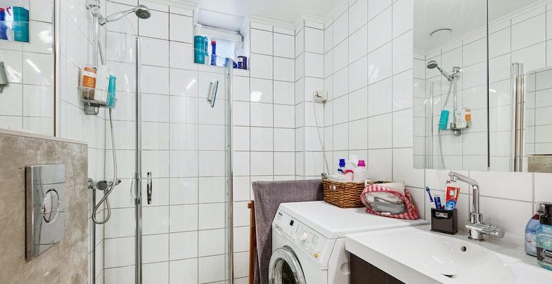 Bad med nye varmekabler og nytt vegghengt wc