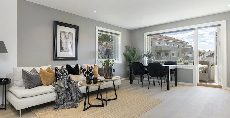Velkommen til Østerliveien 62B! Strøken 3-roms endeleilighet nyoppusset i 2019 selveier med solrik balkong, pipeløp og meget god og skjermet beliggenhet